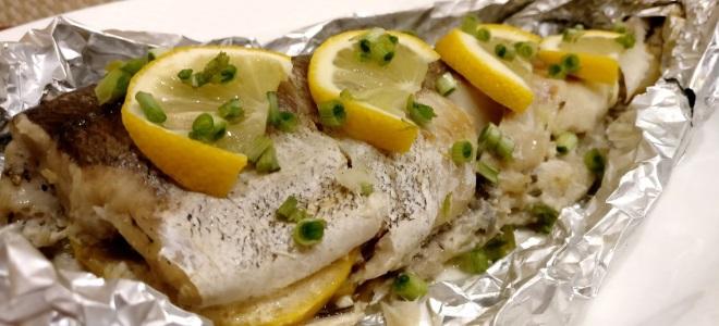 Hake sa oven - mga recipe ng inihurnong isda sa foil, may