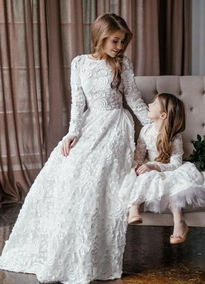 Mama izlazi s kćeri